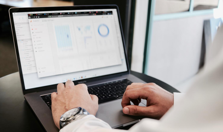 Technician monitoring Enterprise device status