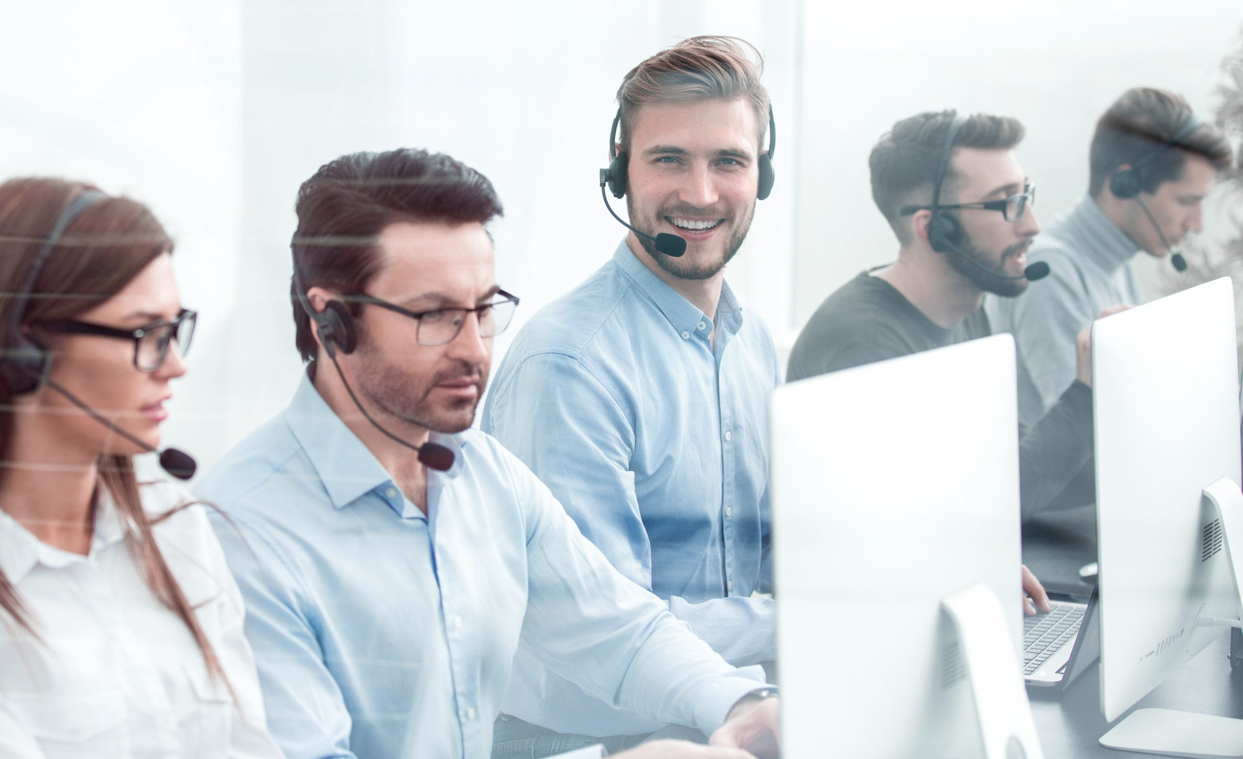Customer Support Team addressing UEM related queries